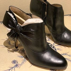 Never worn black leather Valentino booties w bow